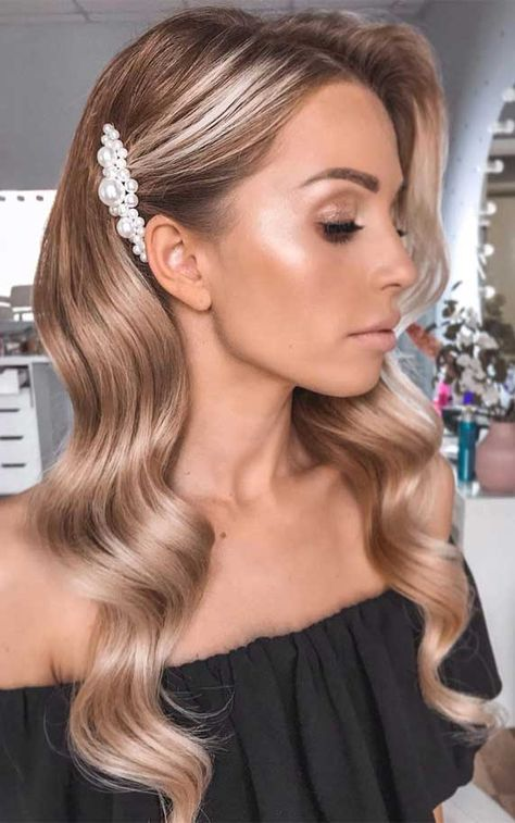 --- Tag une future mariée fan de perles /Tag a bride to be who's addict arrette × Glow = Combo gagnant ? --- Tag une future mariée fan de perles /Tag a bride to be who's addicted to pearls --- Wedding Hair Down, Wedding Hair And Makeup, Bridal Hair Down, Wavy Bridal Hair, Bridesmaid Hair Down, Prom Hair Down, Wedding Updo, Ponytail Bridal Hair, Wedding Guest Hair