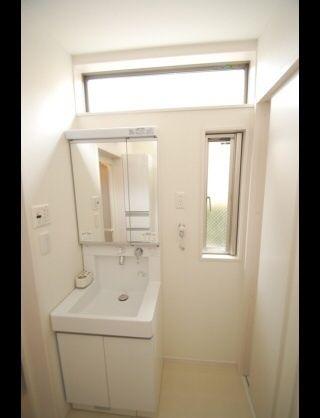マイホーム 洗面所窓3 洗面所 脱衣室 収納 ランドリールーム 窓