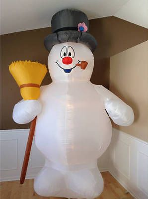 Frosty+the+Snowman+10'+tall+Airblown+Inflatable+Christmas+Decoration