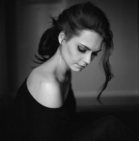 http://121clicks.com/inspirations/35-creative-fine-art-portraits-of-women