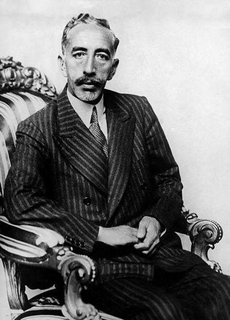 فيصل الأول ملك العراق ومؤسس دولة العراق الحديثة حكم لمدة 12 سنة للفترة من عام 1921 الى 1933 توفي مبكرا عن عمر 48 عاما جاء للعراق بزيه البدوي Historia
