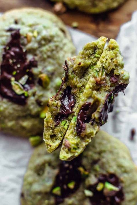 Soft and chewy Chocolate Pistachio Cookies are easy to make and loaded with pistachio and chocolate taste. No artificial colors! Just 11 ingredients and 10 minutes of active prep time. Pistachio Dessert, Pistachio Recipes, Pistachio Cookies, Tea Cakes, Unique Recipes, Sweet Recipes, Cookies Receta, Cookie Recipes, Dessert Recipes