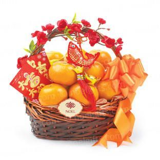 Lunar New Year Gift Sweet Gift Of Oranges A Symbol Of Gold Or The Wish Of Att Chinese New Year Gifts Chinese New Year Decorations Chinese New Year Party