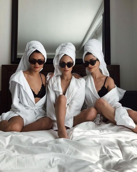Need Hen Party Ideas? Check Out These - Poptop Event Planning Guide - Wedding photoshoot - Cute Friend Pictures, Best Friend Pictures, Insta Photo Ideas, Cute Friends, Friends Girls, Happy Friends, Best Friend Goals, Photo Poses, Girls Night