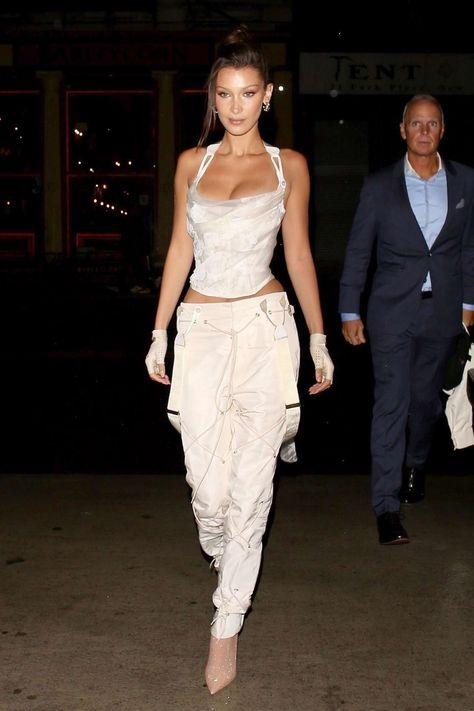 Bella Hadid - Heading back to her apartment in New York