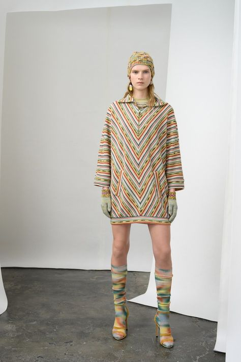Missoni Pre-Fall 2019 collection, runway looks, beauty, models, and reviews.