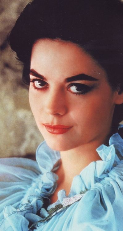 Pin by Debbie Bennington on Natalie Wood | Natalie wood