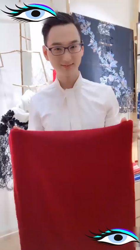 Как красиво и привлекательно повязать платок, шарф. #каккрасивоповязатьплаток #каккрасивоповязатьшарф