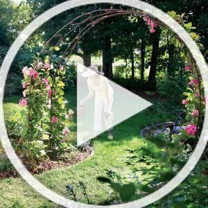 You Can Make This Garden Trellis From Just 25 Of Steel Rebar And You Won T Have To Weld A Thing We L Rustic Garden Decor Vintage Garden Decor Garden Archway