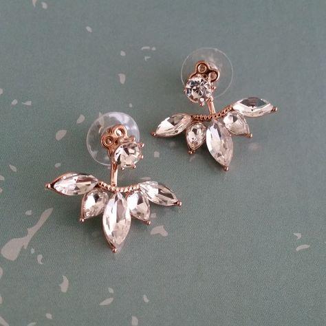 http://www.ikbensieraden.nl/oorbellen-kopen/oor-manchetten/oor-manchetten-rose-gold-bloem-met-zirkonia