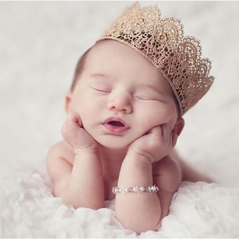 The tiny blessings boutique silver crystal mini crown rhinestone newborn photography inspiration fit for a little princess photo props for ba