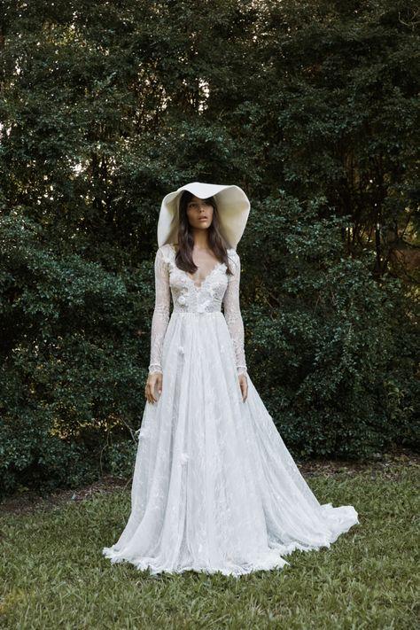 La robe de mariée Monet de la collection 2021 Grace Loves Lace   Tendance mariage : interview de la créatrice de Grace Loves Lace pour ses robes de mariée 2021   Vogue Paris