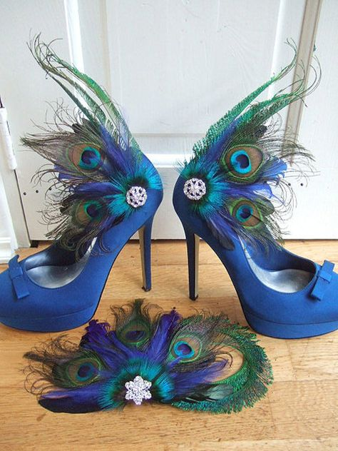 Bridal Curled Peacock Feathers and Crystal Royal Blue Green Navy Shoe Clips Wedding Mother of the Bride Drama Theatrical Peacock Shoes, Peacock Feathers, Peacock Dress, Peacock Colors, Fascinator, Headpiece, Muses Shoes, Blue Green Hair, Funky Shoes