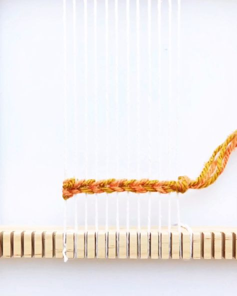 Weaving Tutorial - Twining with two colors Weaving Tutorial - Twining with two colors Learn how to twine with two colors in your weaving<br> Weaving Loom Diy, Weaving Art, Tapestry Weaving, Loom Weaving Projects, Rug Loom, Weaving Textiles, Macrame Patterns, Weaving Patterns, Weaving Designs