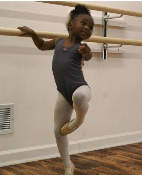 Little ballet dancer Art Ballet, Ballet Girls, Ballet Dancers, Ballerinas, Ballet Barre, Black Ballerina, Little Ballerina, Fred Astaire, Beautiful Black Babies