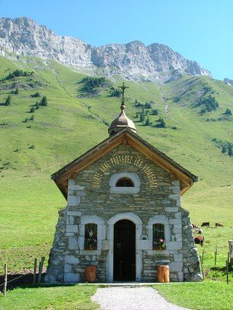 French Alps (France) - Col des Aravis Mountain pass in France Old Country Churches, Old Churches, Beautiful World, Beautiful Places, Houses Of The Holy, Take Me To Church, Church Architecture, Cathedral Church, French Alps