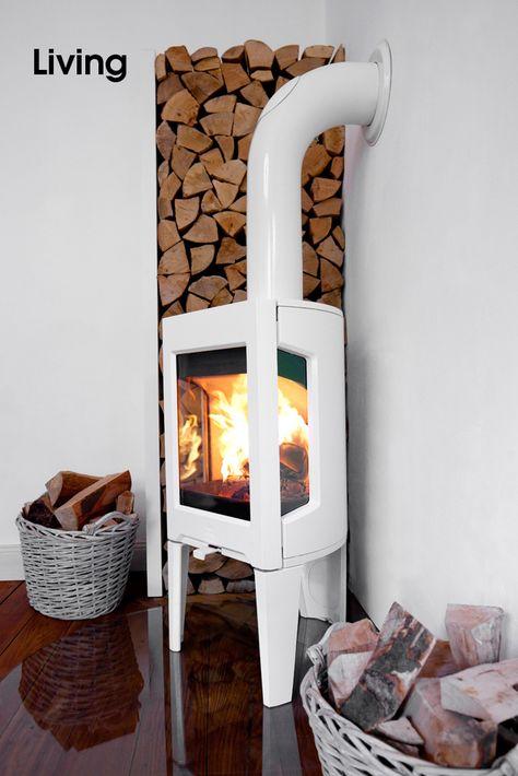 JØTUL •Der JØTUL F 163 ist auch in reinigungsfreundlicher Emaille erhältlich – schwarz oder weiß.  Als Option kann dieser Ofen auch mit einer oberen Speckstein Abdeckung versehen werden, die Wärme länger speichert und in den Raum abgibt. Dieser Kaminofen ist für moderne Wohnräume gemacht. Er brennt optimal – sogar bei nur 3kW Heizleistung.  Kaminholz: www.HamburgHolz.de  Bilderserie anzeigen: http://www.imagesportal.com/living.php?search=JOTUL&a=&dosearch= |  imagesportal Fotoproduktion