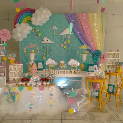 Tema chuva de amorlinda decoração para o chá de bebê da Driellycom @edla_feltro @jotalula e @cantinhodoslumimosos #festas #mcz…