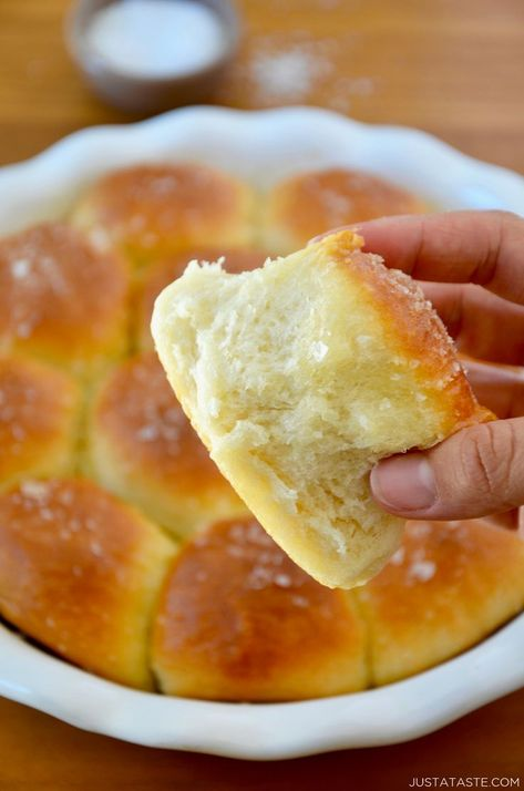 Soft and buttery Easy Homemade Dinner Rolls are the perfect addition to your Thanksgiving menu! justataste.com #recipes #thanksgivingrecipes #thanksgiving #sidedish #dinnerrolls #bread #breadrecipes