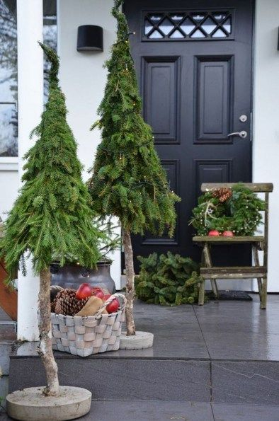 50 Gorgeous Winter Front Porch Design Ideas - SWEETYHOMEE