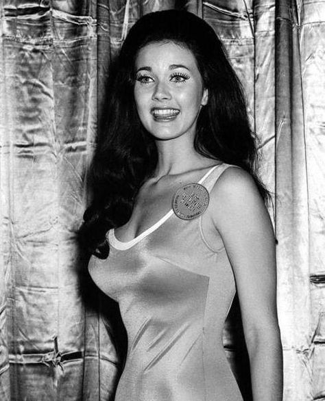 For your sweetie: Lynda Carter (born Linda Jean Córdova Carter; July is an actress and singer, known for being Miss World USA in 1972 and as the star of the TV series Wonder Woman, which lasted from 1975 to (photo 1972 Miss World pageant). Linda Carter, Vintage Hollywood, Classic Hollywood, Beautiful Celebrities, Beautiful Actresses, Wonder Woman, Miss World, Norma Jeane, Gal Gadot