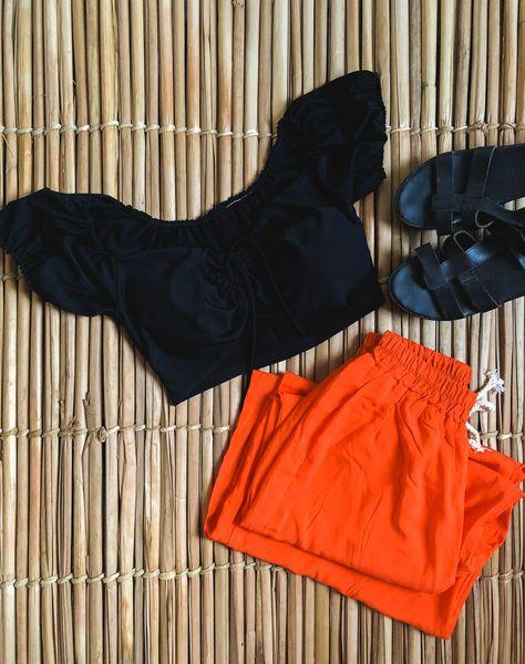 E a pantalona laranja voltou em mais um look! 💙 #modafeminina #trend #modafemininaonline #shoponline #cropped #croppeds #croppedtop #croppedpreto #lookestiloso #lookbasico #lookdespojado #lookdiaadia #dicasdelook #dicasdelooks #look #urbchstore