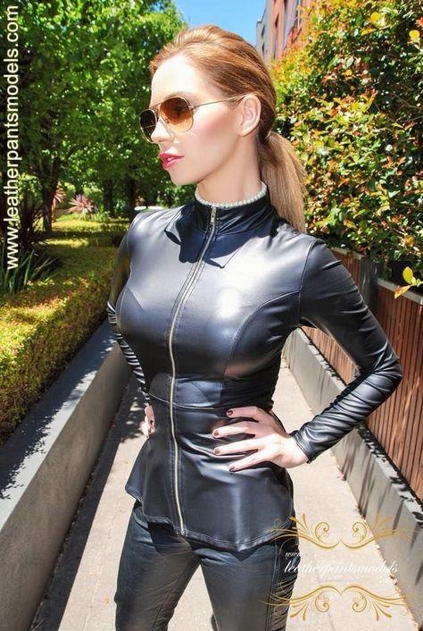 hübsche Dame in sexy Ledersachen ❤❤❤