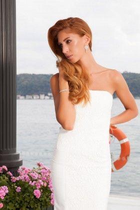 d5a2d63d04568 Fidan Şimşek // Gardırop Gurusu Ön Kupu Dantel Detaylı Straplez Beyaz Uzun  Elbise: Lidyana.com