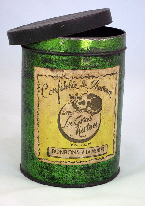 This is a must have! I collect vintage tins and have never seen one with the rich green color as this one! T  The tin from Toulon, France,has a