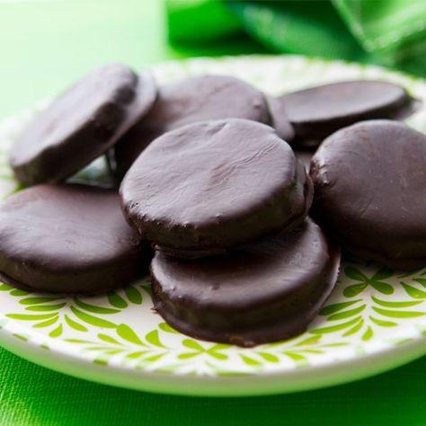 Skinny Mint Cookies - clean eating style!  #skinnymintcookies #mintcookies #desserts