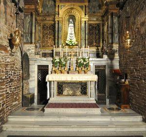 La Casa De María De Nazaret En Loreto En 2020 Loreto Nazaret Santuario
