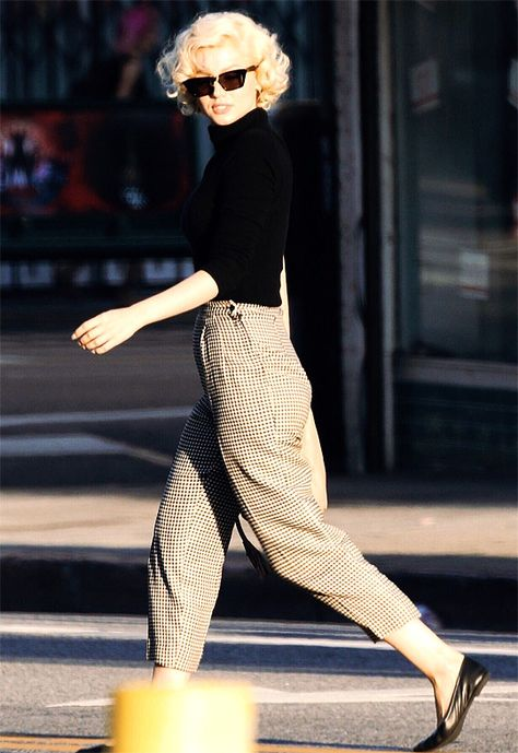 Ana de Armas as Marilyn Monroe photographed on the set of Blonde Estilo Marilyn Monroe, Marilyn Monroe Outfits, Marilyn Monroe Photos, Marilyn Monroe Style, Classy Outfits, Vintage Outfits, Casual Outfits, Cute Outfits, Fashion Outfits