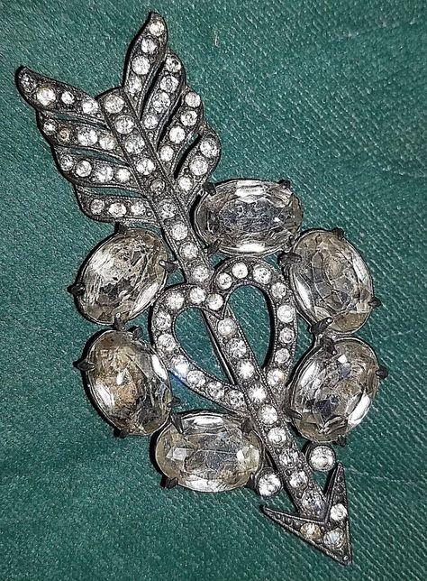 Details about Vintage STARET Pot Metal Rhinestone Arrow Heart Brooch - Large