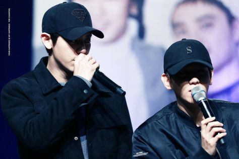 Chanyeol, Baekhyun - 161204 Hat's On fansign  Credit: Your Happiness Is My Happiness.
