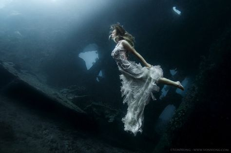 Liam Thinks!: Ethereal Underwater Photography Of People In