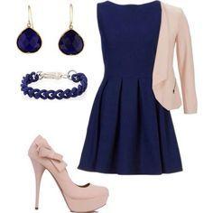 Un Completo Azul Con Saco Y Zapatos En Tonos Claros