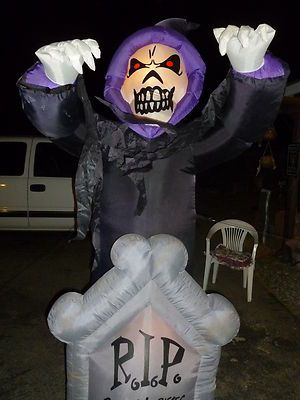 Gemmy Halloween air blown inflatable 9 ft. ghost Rest in Pieces HUGE lights up