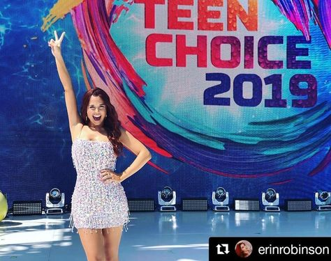 Repost #erinrobinson #(get_repost) #Hosted #the #teenchoicefox #live #red #carpet #today #and #they #actually #let #me #up #on #the #stage #to #play. #It #took #everything #I #had #not #to #bust #out #a #performance #of #Wicked #right #here! #teenchoice #teenchoiceawards #HAIR #AND #MU #by #my #muah_artist #. #. #. #Thank #you #erinrobinson! #teenchoiceawards #TCA #fox #host #preshow #livestream #redcarpet #erinrobinson #makeup #hair #MarybethBeauty #makeupartist #hairstylist #car