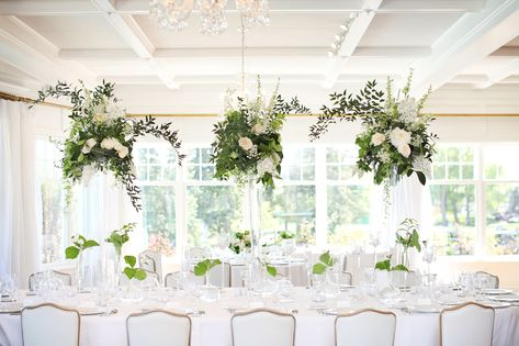 The Minikahda Club looked absolutely stunning and this is country club wedding inspiration if I ever saw it! . . #countryclubwedding #summerwedding #wedspiration #weddingdetails