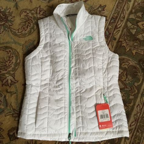 5913792b3ac0 💫SOLD💫The NORTH FACE Bombay vest~white Boutique