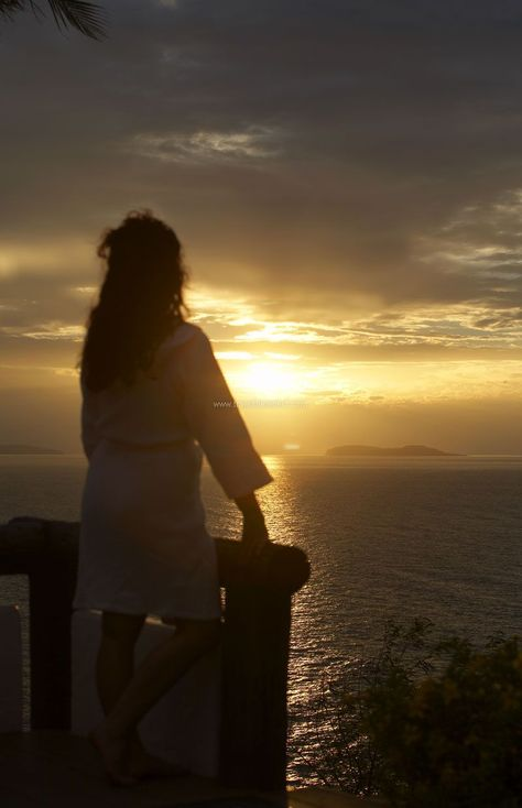 Marinduque Island Philippines - Woman looking out at the golden sunset on the horizon #philippines #asia #marinduque #island #beach #explore #experience #travel #traveltherenext #sunset