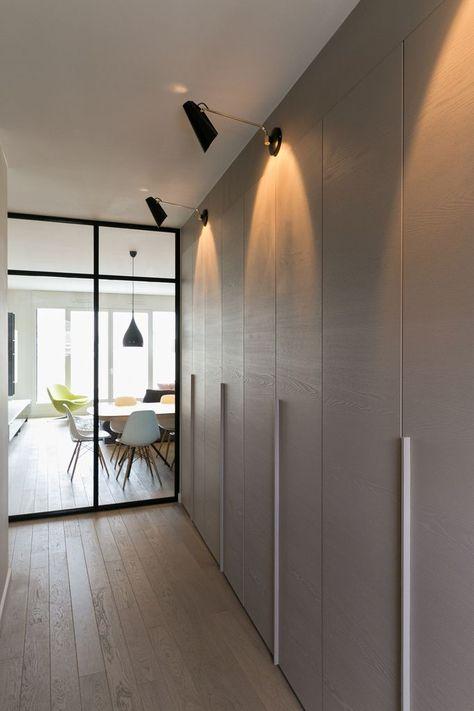 stunning porte coulissante en miroir gris avec profils noirs porte coulissante placard pinterest. Black Bedroom Furniture Sets. Home Design Ideas