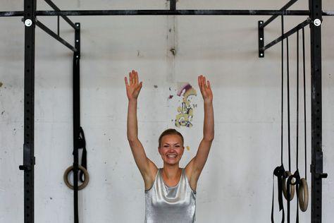 Big in Berlin | Mit Vergnügen | Friedrichshain, Revaler Straße: Die Sängerin der Gruppe Laing hat mir beim Axt Crossfit ihre Muskeln gezeigt. © Matze Hielscher