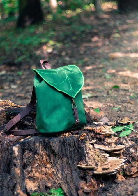 Dunkel grünes Blatt Mini Rucksack Rucksack Damen von LeaflingBags