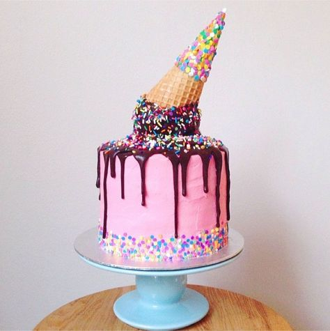 How amazing is this melted ice cream cone cake by Sugar Queen, Katherine Sabbath!?