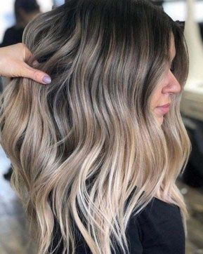 Balayage And Highlights Differences You Have To Know About Society19 Beige Blonde Hair Blonde Hair With Roots Hair Color Balayage