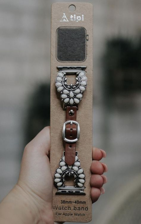 (1) Accessories – DawnTayler Boutique