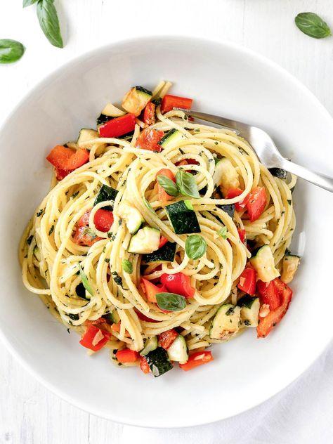 Sommerpasta mit Gemüse und Pesto