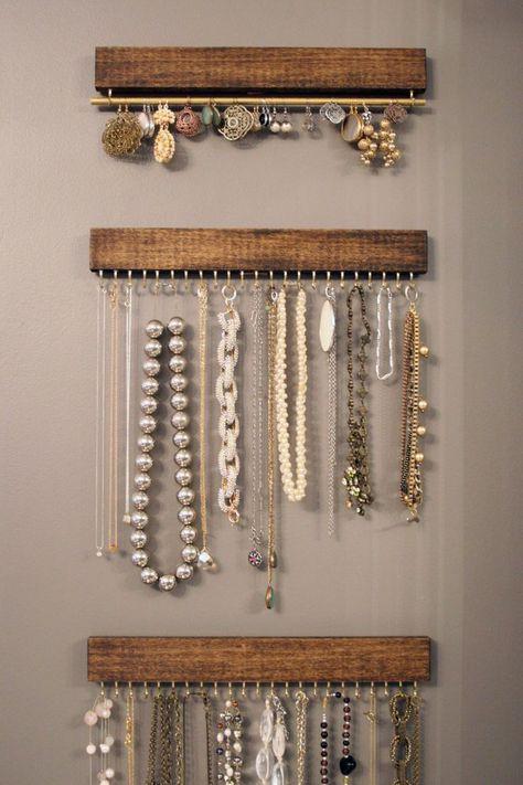 Diy Jewelry Unique, Diy Jewelry To Sell, Diy Jewelry Holder, Diy Necklace Holder, Custom Jewelry, Diy Jewelry Stand, Diy Necklace Display, Earring Holders, Jewelry Making