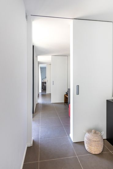 Integrated Sliding Doors Become One With A Minimalistic Interior Sliding Doors Open Plan Kitchen Diner Minimalist Interior